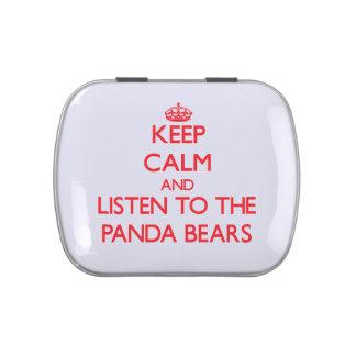 Guarde la calma y escuche los osos de panda latas de dulces