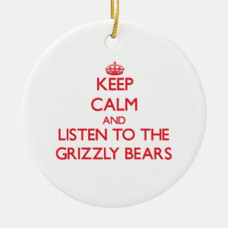 Guarde la calma y escuche los osos grizzly ornamento para arbol de navidad