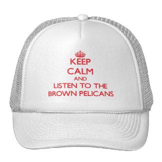 Guarde la calma y escuche los pelícanos de Brown Gorros Bordados