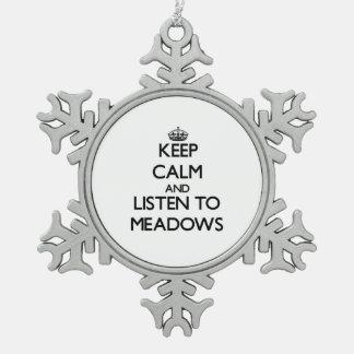 Guarde la calma y escuche los prados adornos
