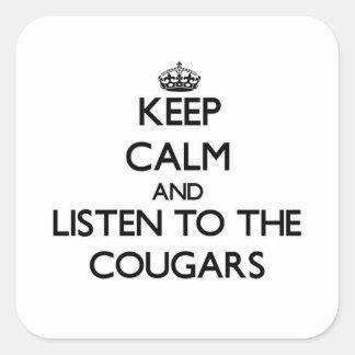 Guarde la calma y escuche los pumas calcomanias cuadradas
