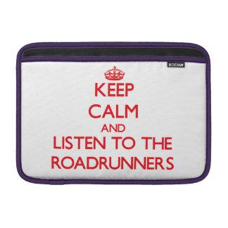 Guarde la calma y escuche los Roadrunners Fundas Macbook Air