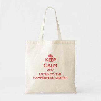 Guarde la calma y escuche los tiburones de bolsas lienzo
