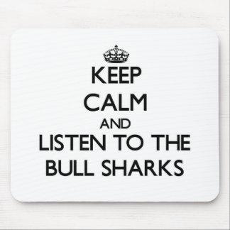 Guarde la calma y escuche los tiburones de Bull Alfombrilla De Ratón