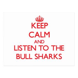 Guarde la calma y escuche los tiburones de Bull Postales