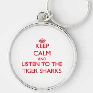 Guarde la calma y escuche los tiburones de tigre llavero personalizado