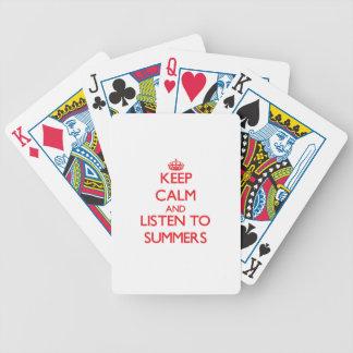 Guarde la calma y escuche los veranos barajas de cartas