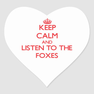 Guarde la calma y escuche los zorros pegatina corazon