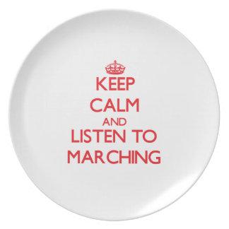 Guarde la calma y escuche MARCHAR Platos