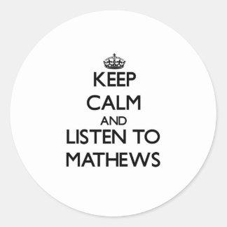 Guarde la calma y escuche Mathews Etiquetas Redondas