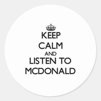 Guarde la calma y escuche Mcdonald Pegatinas Redondas