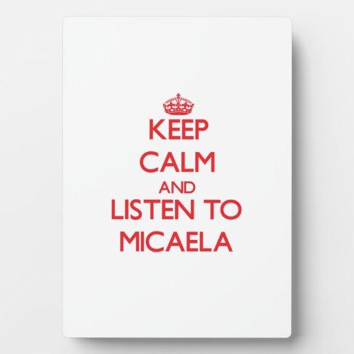 Guarde la calma y escuche Micaela Placas De Plastico
