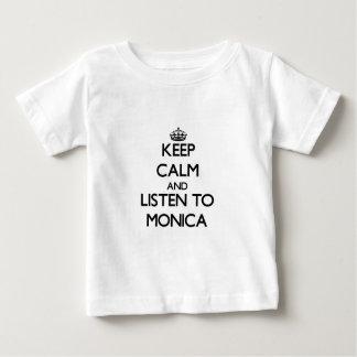 Guarde la calma y escuche Mónica Tee Shirts