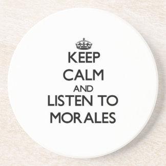 Guarde la calma y escuche Morales Posavasos Personalizados