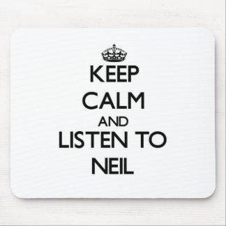 Guarde la calma y escuche Neil Mousepads