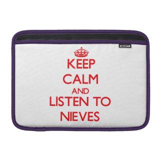 Guarde la calma y escuche Nieves Fundas Macbook Air