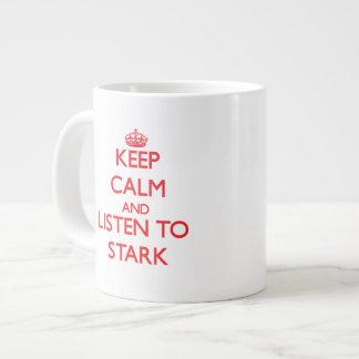 Guarde la calma y escuche rígido taza grande