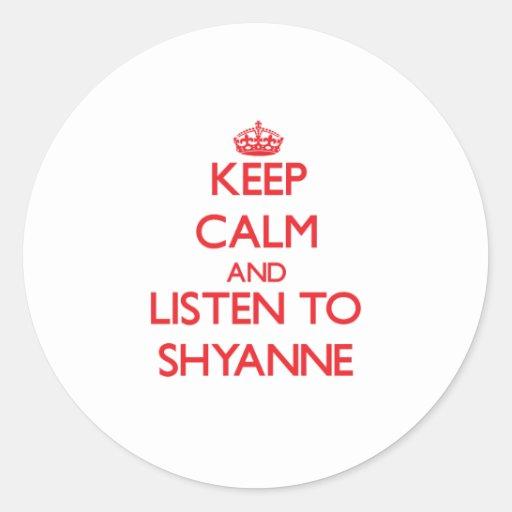Guarde la calma y escuche Shyanne Pegatina Redonda