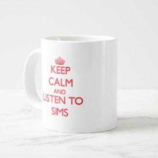 Guarde la calma y escuche Sims Tazas Extra Grande