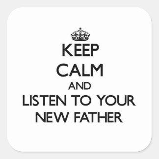 Guarde la calma y escuche su nuevo padre pegatina cuadrada