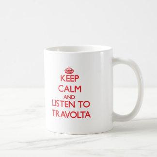Guarde la calma y escuche Travolta Taza Básica Blanca