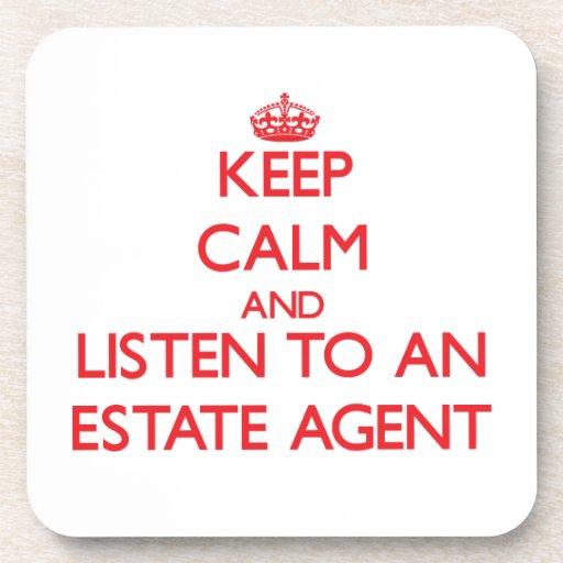 Guarde la calma y escuche un agente de la propieda posavaso
