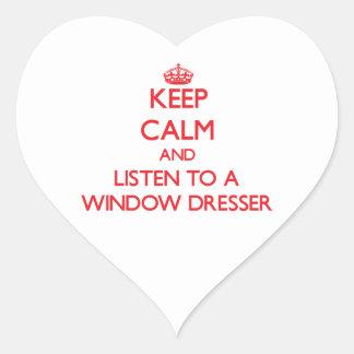 Guarde la calma y escuche un aparador de ventana pegatina en forma de corazón