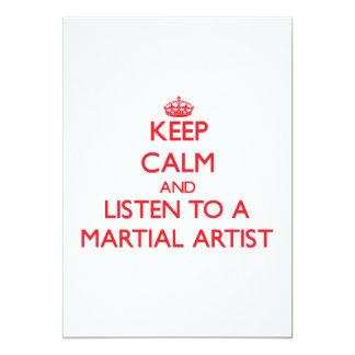 Guarde la calma y escuche un artista marcial invitación 12,7 x 17,8 cm