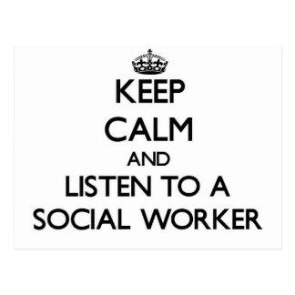 Guarde la calma y escuche un asistente social tarjetas postales