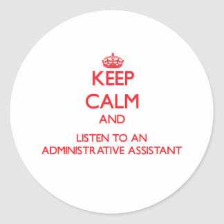 Guarde la calma y escuche un Assistan administrati Pegatina Redonda