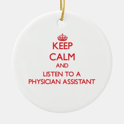 Guarde la calma y escuche un ayudante del médico adorno navideño redondo de cerámica