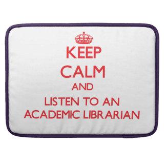 Guarde la calma y escuche un bibliotecario académi fundas para macbook pro