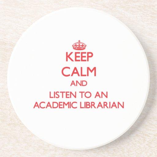 Guarde la calma y escuche un bibliotecario académi posavasos diseño