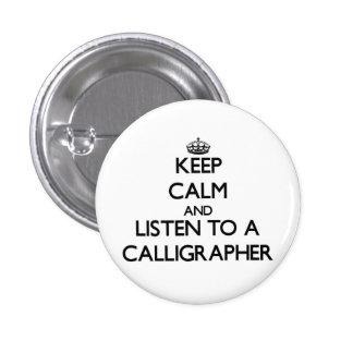 Guarde la calma y escuche un calígrafo pin