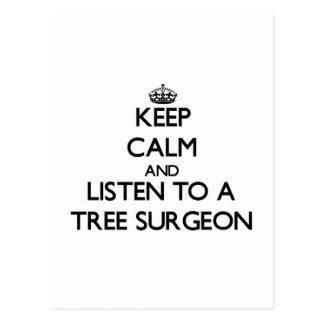 Guarde la calma y escuche un cirujano de árbol postales
