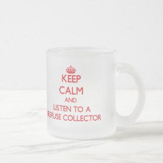 Guarde la calma y escuche un colector de basura tazas de café