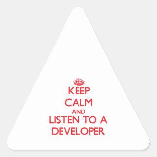 Guarde la calma y escuche un desarrollador calcomanías triangulos