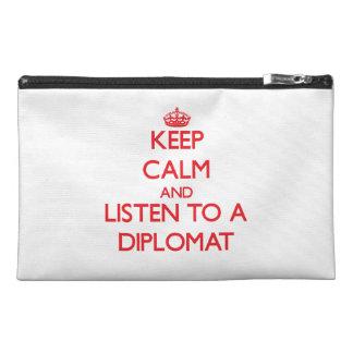 Guarde la calma y escuche un diplomático