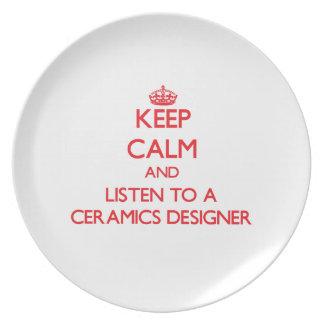 Guarde la calma y escuche un diseñador de la cerám plato