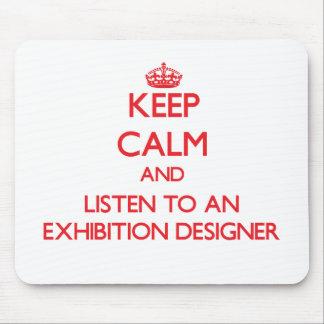 Guarde la calma y escuche un diseñador de la expos alfombrillas de ratones
