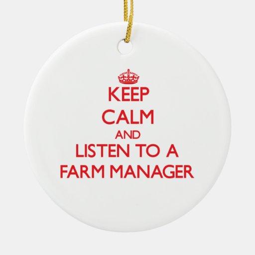 Guarde la calma y escuche un encargado de la ornamento de navidad