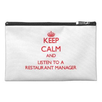Guarde la calma y escuche un encargado del restaur