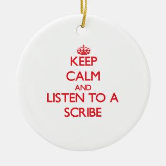 Guarde la calma y escuche un escribano ornamento de reyes magos