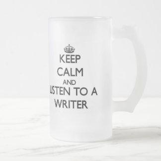 Guarde la calma y escuche un escritor taza cristal mate