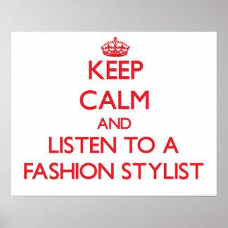 Guarde la calma y escuche un estilista de la moda posters
