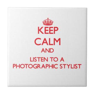 Guarde la calma y escuche un estilista fotográfico azulejos