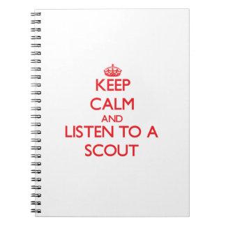 Guarde la calma y escuche un explorador libretas