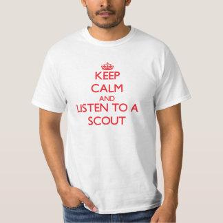 Guarde la calma y escuche un explorador remera