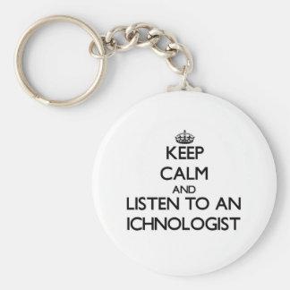 Guarde la calma y escuche un Ichnologist Llavero Redondo Tipo Pin