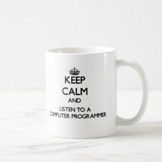 Guarde la calma y escuche un informático tazas